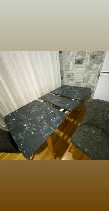 Mətbəx üçün masa dəsti satılır.Üstü mərmərdir,cızılnır,çatlamır.700