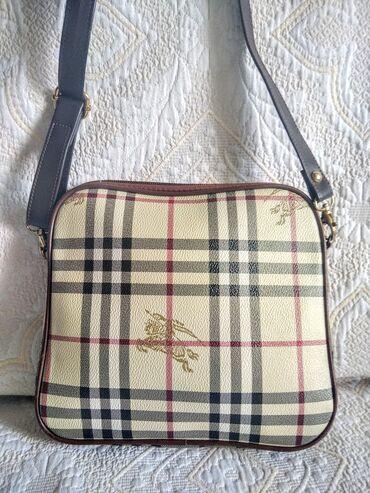 Bez torbica - Srbija: Burberry vintage kozna torbica (Korišćeno)Prelepa vintage torbica iz