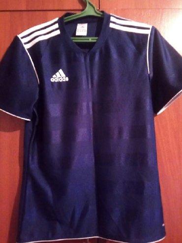 Оригинальная спортивная футболка Adidas. Хорошо сидит и очень лёгкая