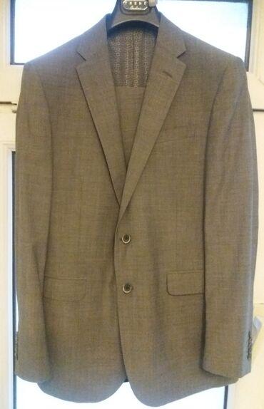 снять времянку в Азербайджан: Легкий летний офисный костюм на подкладке от Corneliani. Совершенно но