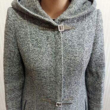женский пальто в Кыргызстан: Продаю пальто женское деми 46-48 размера фирменное в отличном