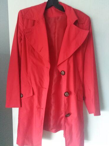 Crveni novi kaput, velicine 40