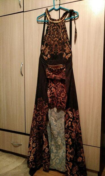 Платье со шлейфом. Очень красивая можно носить на праздники (свадьбы