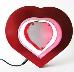 Ram za slike u obliku srca koji lebdi u magnetom polju,idealan poklon - Nis