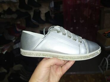 Кроссовки и спортивная обувь - Лебединовка: Легкие стильные кеды   Возможна бесплатная доставка на ЦУМ
