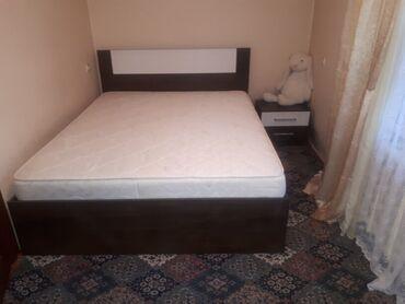 спальные кровати с матрасами в Кыргызстан: Срочно продаю! Двух спальная кровать размер 1.6 - 2м. брал за 40000