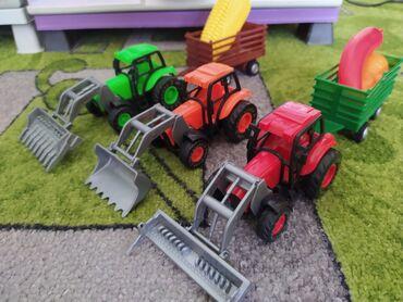 Игрушки в Кызыл-Кия: Баткенская область город Кызыл-Кия, новые тракторы, цена за всё 300