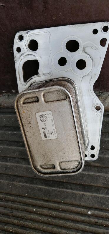 Bmw-x6-m50d-servotronic - Srbija: Hladnjak ulja za BMW Fkw koji stoji pored filtera za ulje. Oglas je