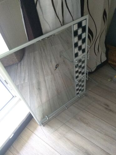 Гаражи - Бишкек: Срочно, срочно продаю Зеркало с полками в идеале почти новое! Торг