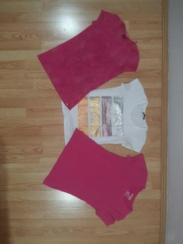 Moze odvojeno da se kupi 3 majce1 roza sa sarama i slovima-Legend x