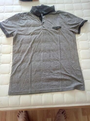 Kvalitet majice je ocuvan,nije mnogo nosena