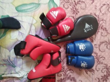 Перчатки - Бишкек: Почти новые общий комплект форма можно по одному покупать звоните по
