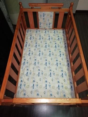 детская одежда 2 года в Азербайджан: Кроватка. Продается вместе с матрасом. Внизу ящики для одежды
