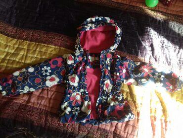 Демисезонная куртка на девочку 2,5-3.5 годика. Легкая и очень удобная