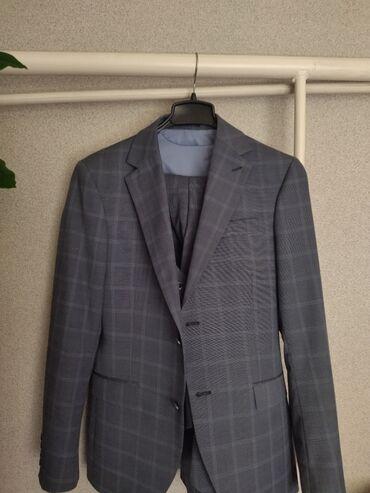 Личные вещи - Кара-Балта: Продаётся костюм тройка состояние отличное надевали 2,3раза подойтет