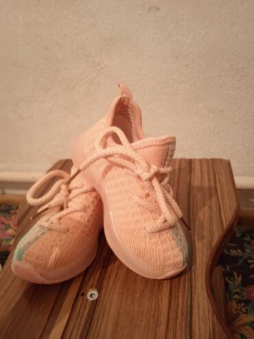 Детский мир - Аламедин (ГЭС-2): Новый. Кроссовки izzi Фирменные. Нежно Персиковый цвет. 21 размер