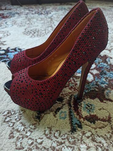Красивые туфли с открытым носиком.Размер: 37-38.Состояние хорошее
