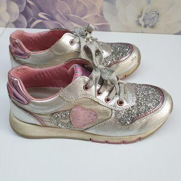 африкански сом в Кыргызстан: Модные кроссовки для девочки в хорошем состоянии. Размер 35-36. Отдам