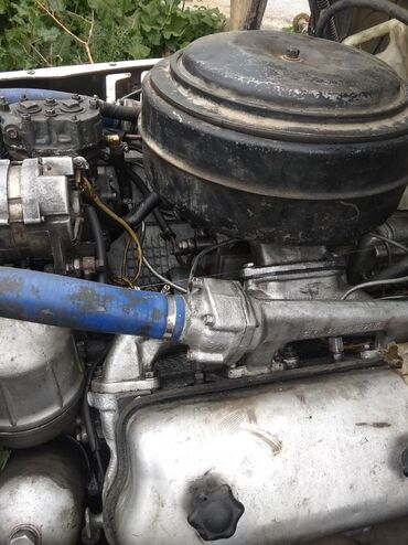 Грузовой и с/х транспорт в Каракол: Продаю мотор шести цилиндров ый МАЗ цена 70 ТС сом а также радиатор 8