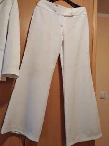 Kostim SNIZEN 50%sa 4200 BELI , Nov vel. XL, Sako I pantalone .Beli - Pancevo