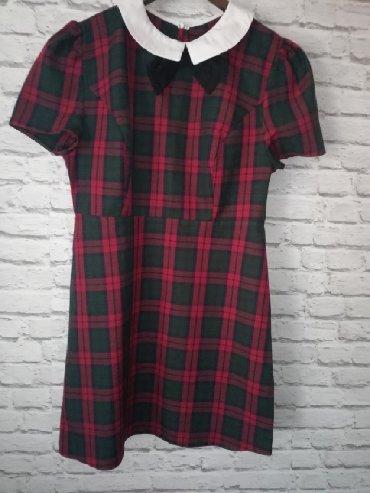 Prodajem haljinu, ne pise na njoj velicina mislim da odgovara M/L