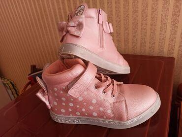 uslugi avtovyshki 22 metra в Кыргызстан: Продаю ботинки 34-35 размера в отличном состоянии, липучки новые, по