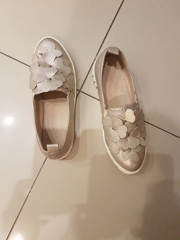 Ženska obuća   Sremska Mitrovica: Cipele broj 39,kao nove