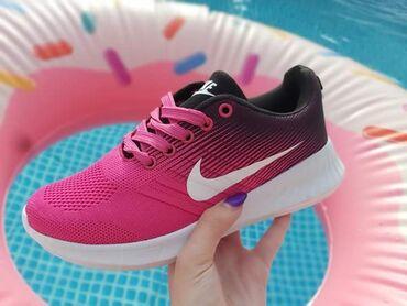Ženska patike i atletske cipele | Vladicin Han: Prave letnje PINK Nike patikeSkrooz lake i udobneBrojevi: 40Cena 1999