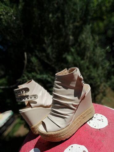 Ženska patike i atletske cipele | Pirot: Zenske cipele u broju 39, bez ikakvih ostecenja, vrlo kvalitetne i