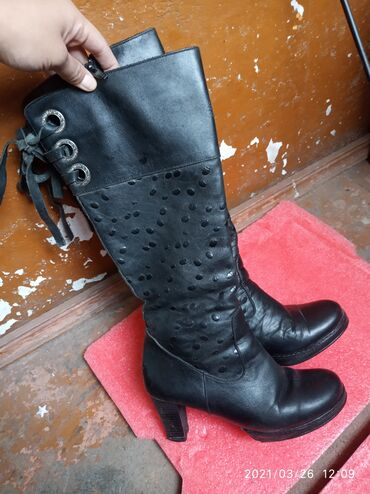 Сапоги кожаные . Натуральная кожа. На каблуках . Размер 36Производство