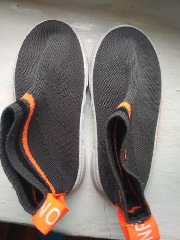 Находки, отдам даром - Кыргызстан: Отдам обувь 27 размер за 2 шоколадки альпен гольд