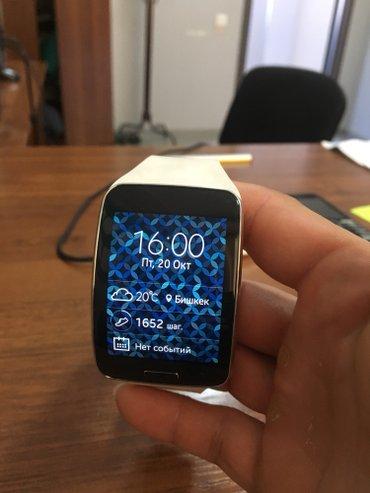 Смарт часы самсунг гир 2 оригинал продаю срочно коробка имеется в Токмак