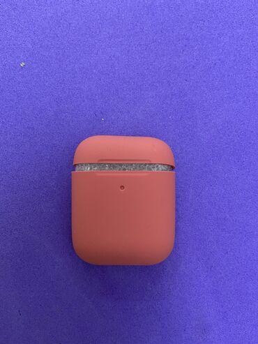 Чехол малинового цвета на AirPods, совершенно новые