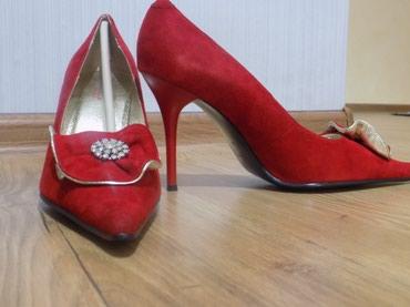 Продаю красивые красные туфли От Mativiб.у. очень изящные и красивые