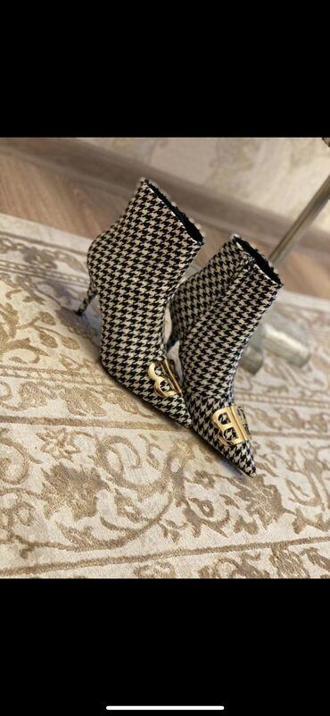 h b pelenki в Кыргызстан: Пальто- 4000( новое) Обувь - 3500 Пиджак - 4000( новый)