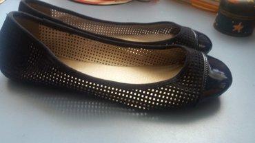 Ženska obuća | Nis: Teget boje,lakovane,veoma malo nosene,br 41,gaziste 26 cm
