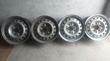 железные диски r14 в Кыргызстан: Срочно Продаю железные диски на R14 5ти дырые на ниссан и д.р. не