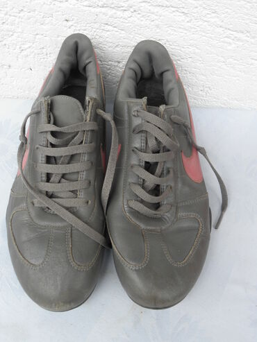Nike kožne sive patike, br.39/40,Indonesia očuvane
