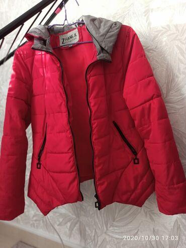 1) Красная Деми куртка б/у Размер L 2) Кожаная куртка б/у L 3) Жил