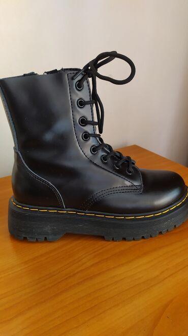 sapozhki 37 в Кыргызстан: Фирменные ботинки Dr.Martens, размер 37-38, натуральная кожа, толстая