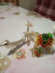 сувениры в Кыргызстан: Продаю Дубайские сувениры 4 штуки.За всё 4 сувенира отдам 2000 сомов