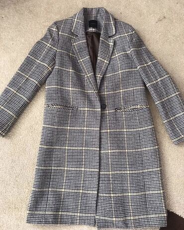 куплю пальто в Кыргызстан: Шикарное пальто Турция Состояние отличное Размер 44