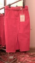 джинсовое платье на пуговицах в Кыргызстан: Джинсовые юбки. Новые. Размеры красные: M, L, XL Чёрные: LГорчичный: М