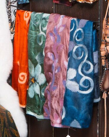 Шарфы! шарфы!шарф шелк с войлоком!Яркие и необычные шарфы из шелка и