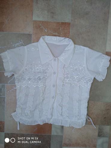 Школьные блузки - Кыргызстан: Продаю блузки на 7 лет. В хорошем состоянии. Цена каждой блузки по 100