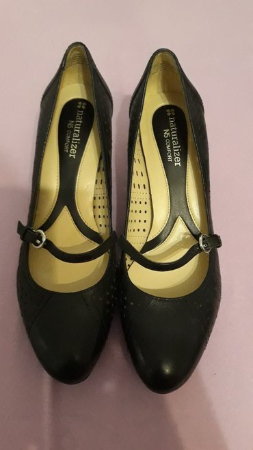 Kozne Naturalizer cipele br 37 veoma udobne.Potpuno nove neobuvene jer - Crvenka