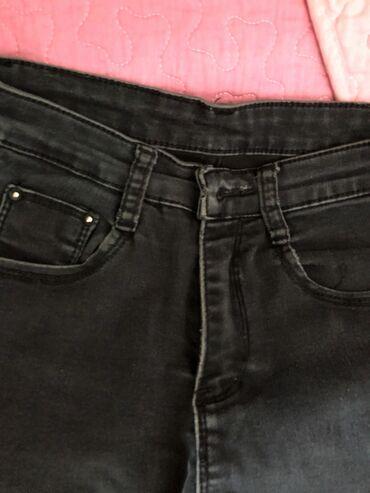 Продаю чёрные рванные джинсы! Сидят классно и удобно! Размер 25-26