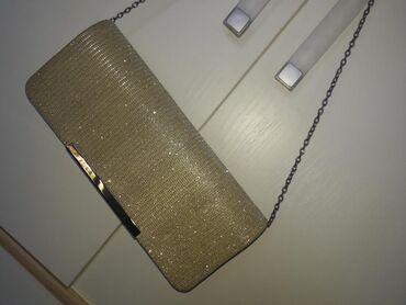 Nosena jednom zlatna pismo torba