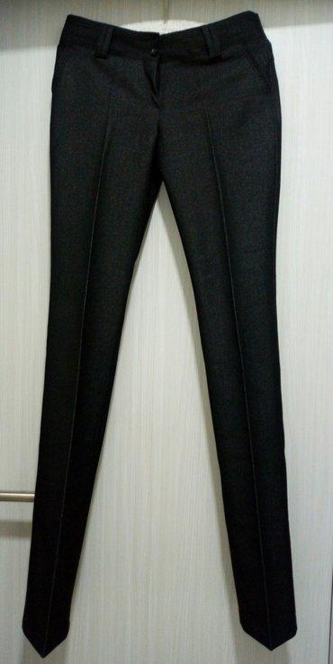 Ženske pantalone na crtu,crno-sive boje,grafitne. Nove su,samo su - Belgrade