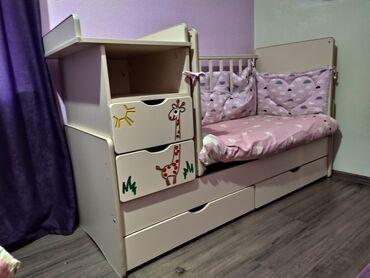 Продаю детскую кроватку!Длина 1.7 ширина 80, высота с люлькой 1,06
